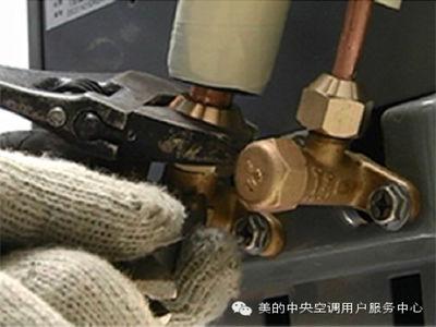 美的空气能热水器冷媒管与主机连接