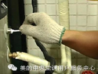 美的空气能热水器水箱温度传感器安装